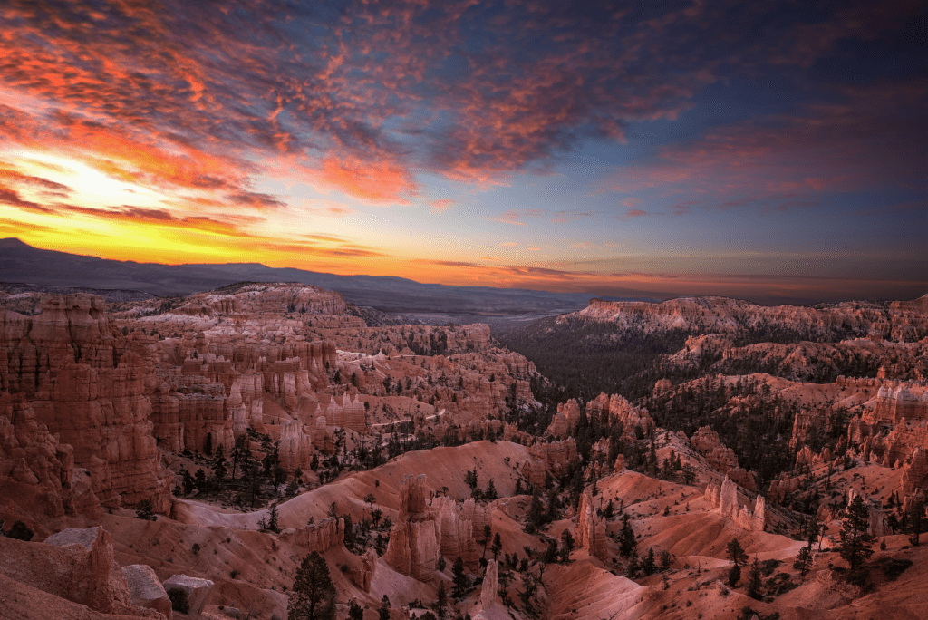 Sunrise over the North Rim at Bryce Canyon